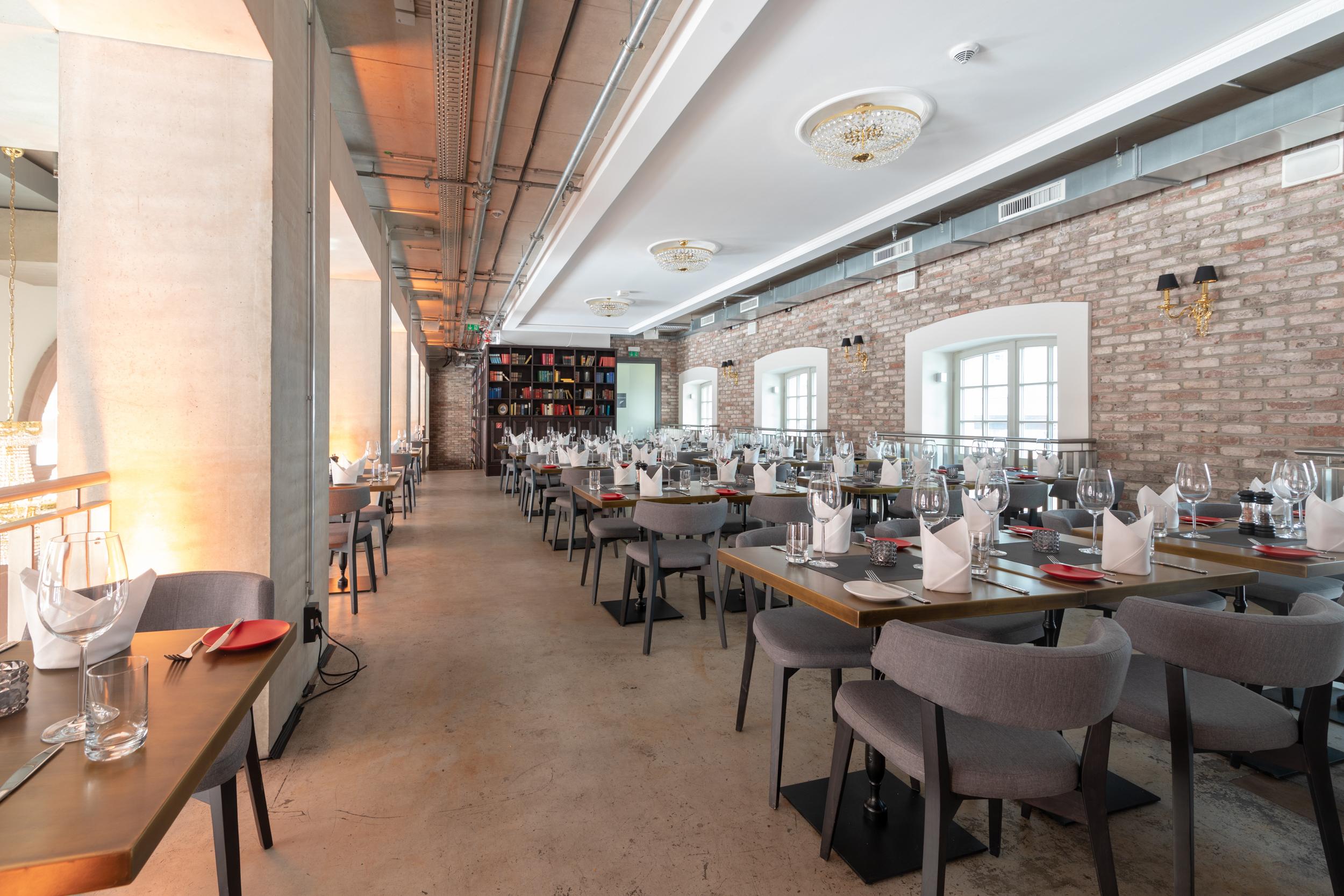 TNT 108 Restaurant Photography